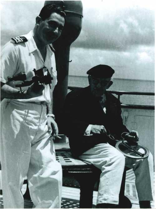 comandante-oscar-guimaraes-com-o-almirante-gago-coutinho-no-paquete-vera-cruz-na-viagem-inaugural-em-1952