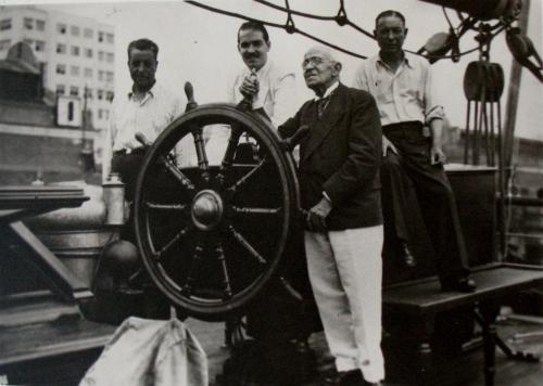 5- Veleiro Foz do Douro à sua chegada ao Rio de Janeiro em 1943