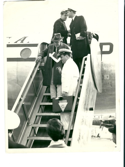 6- Gago Coutinho muma das viagens da companhia aérea da TAP